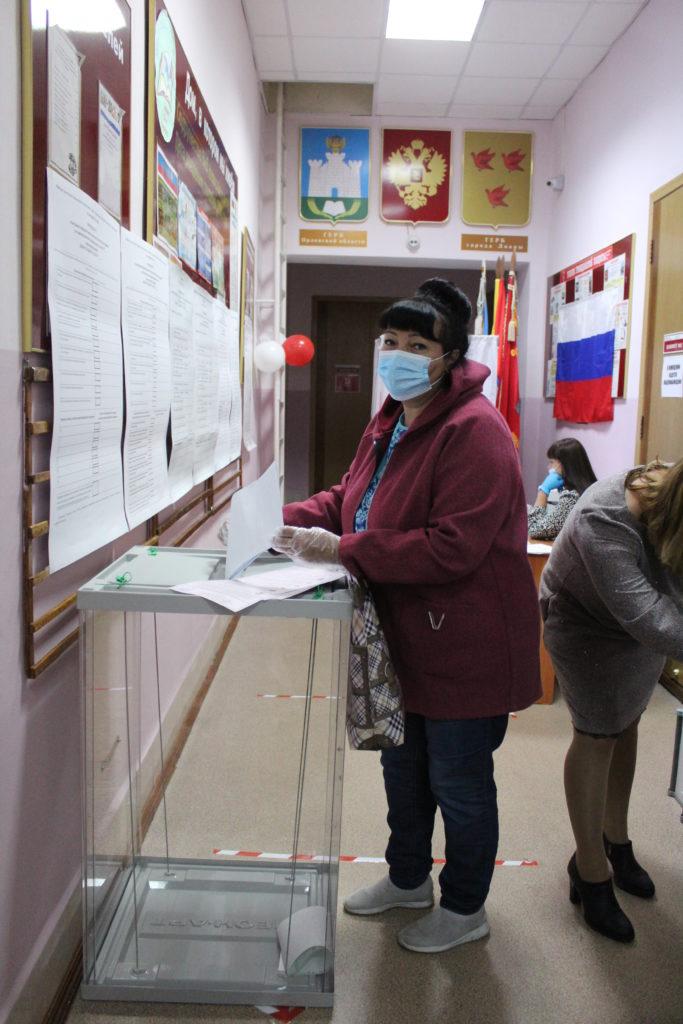Сегодня в Ливнах и районе, как и во всей стране, открылись избирательные участки