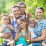 В помощь многодетным семьям