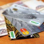 Оформлять ли банковскую карту подростку?